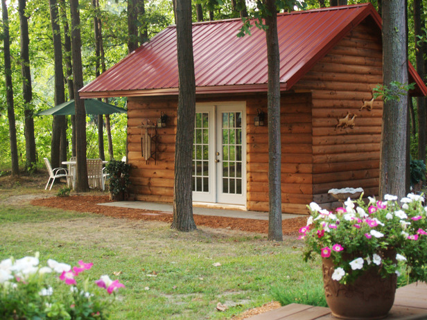 Turn A Tool Shed Into A Charming Cottage Getaway Cool